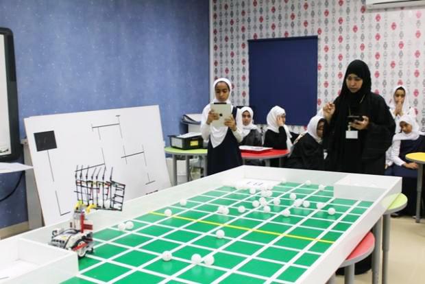 منافسات مسابقة الروبوت والفيرست ليجو ببرنامج التنمية المعرفية بتعليمية مسندم